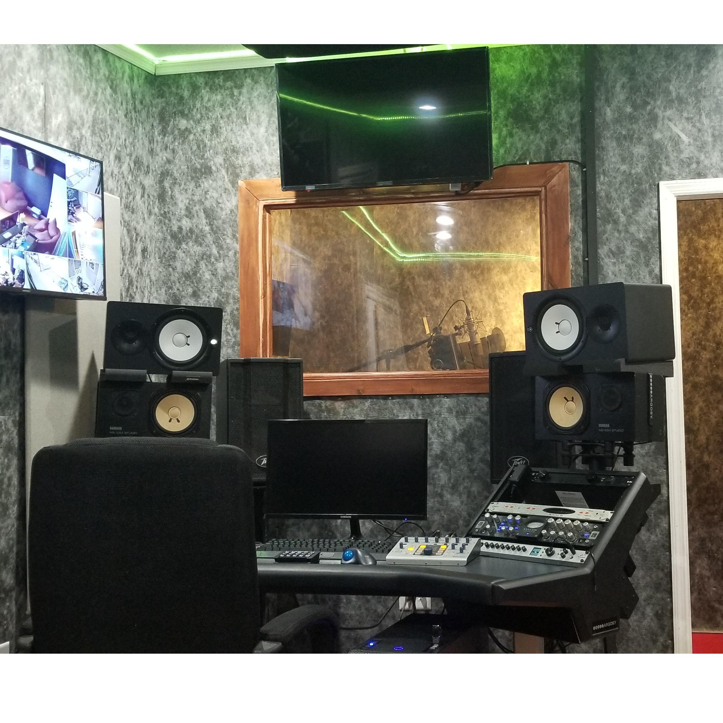 service_RecordingTracking_Session_Room_Nirvana_(2_Hour_minimum).jpg
